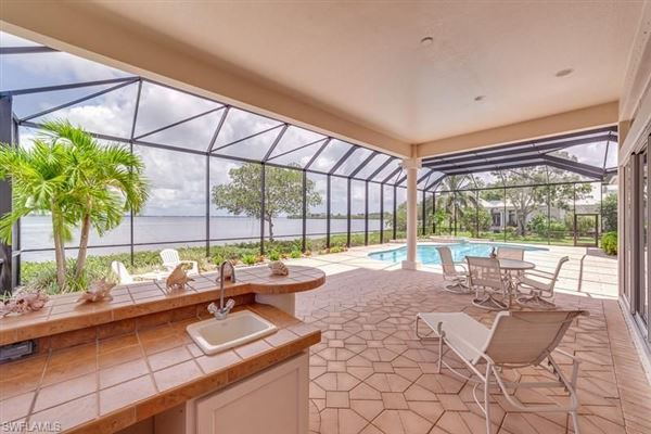 Premier riverfront home on Waite Island mansions