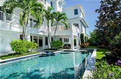 Luxury real estate spectacular estate in the heart of Old Naples