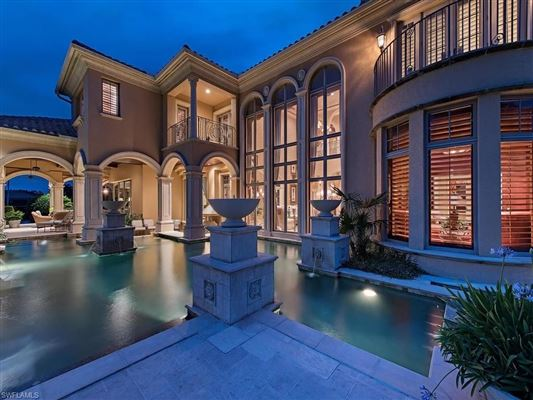 Mansions in iconic estate at Quail West