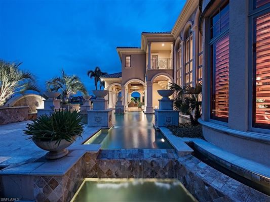 Luxury homes iconic estate at Quail West