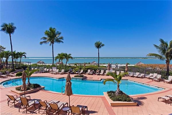 Luxury real estate premier beachfront home in Hideaway Beach