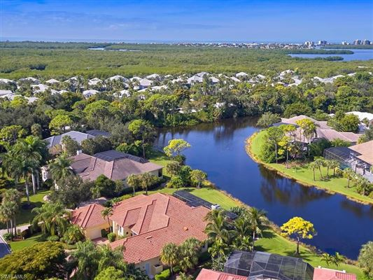 Mansions estate home in Spectacular lakeside setting