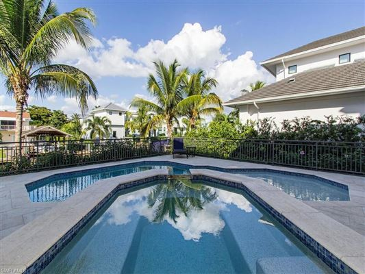 magnificent home in Aqualane Shores luxury properties