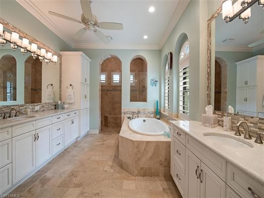 Mansions in Exceptional details in this home