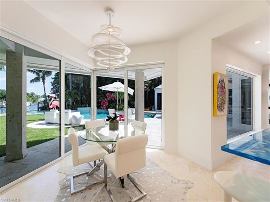 Mansions extensively renovated modern showpiece
