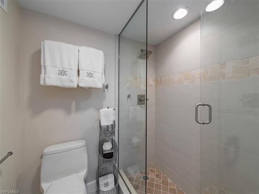 Luxury homes Completely renovated 17th floor condo