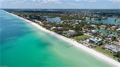 Luxury homes in rare lot on the gulf of mexico