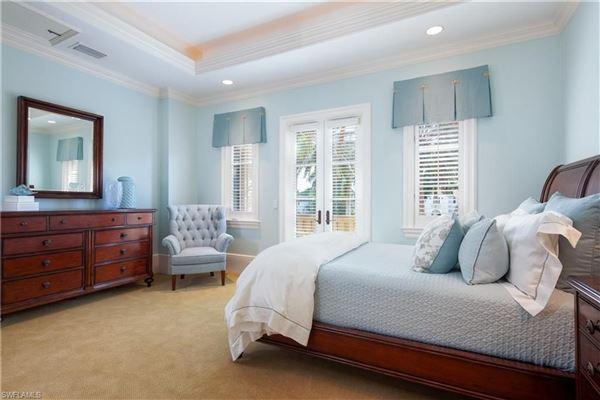 Luxury homes RARELY available Escada Estates home