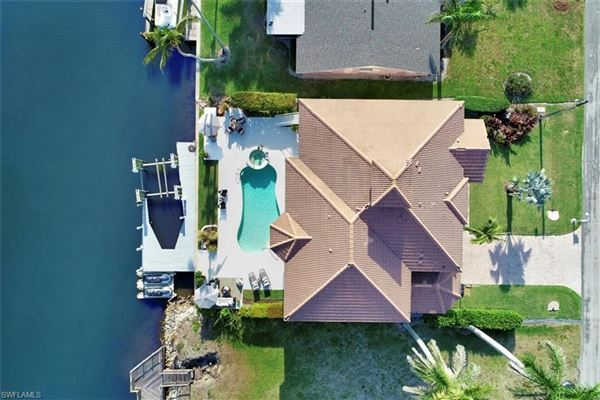 Luxury properties Gorgeous waterfront pool home