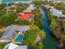 Luxury homes Your beach bungalow  awaits in the desirable neighborhood of Seagate