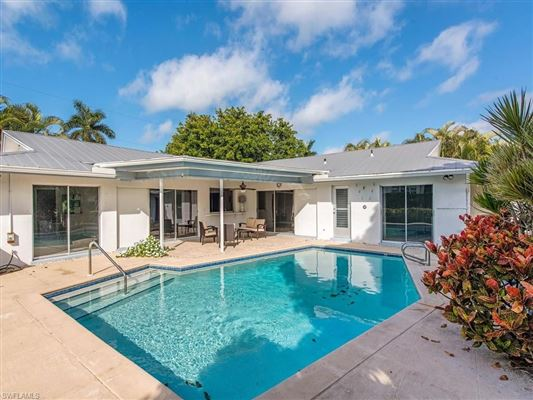 Luxury real estate Your beach bungalow  awaits in the desirable neighborhood of Seagate