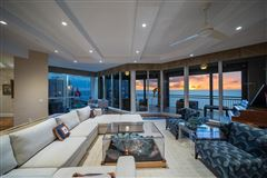 Luxury homes in Absolutely spectacular home in the seasons in naples