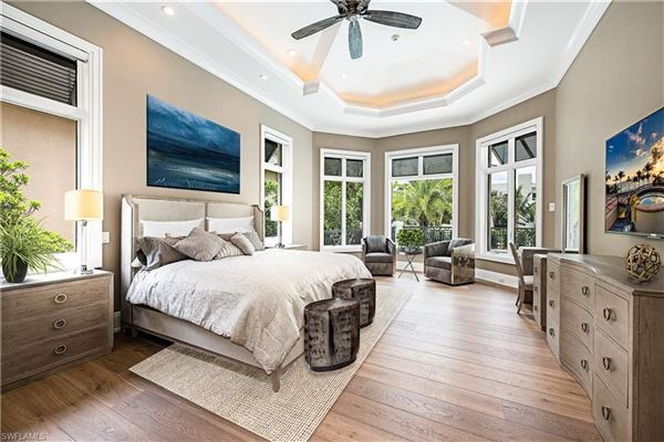 Remarkable new construction in ideal location luxury homes