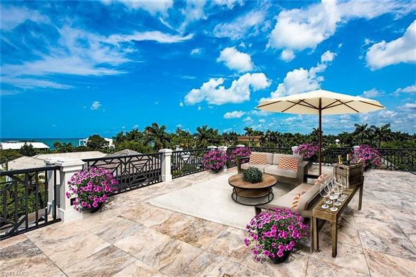 Luxury homes Remarkable new construction in ideal location