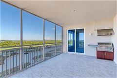 Mansions in exquisite unit boasts spectacular panoramic views