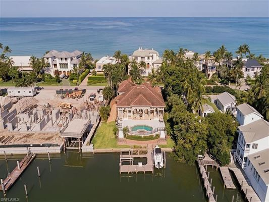 Luxury homes easy living home with awe-inspiring waterfront views