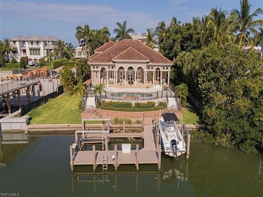Luxury homes in easy living home with awe-inspiring waterfront views