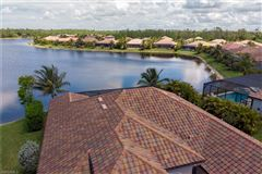 Luxury homes in privacy and a beautiful view