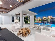 Luxury homes This Naples Residence Offers Breathtaking Views