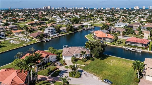 Gorgeous and well-maintained waterfront home luxury homes