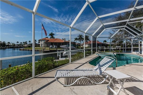 Luxury real estate Gorgeous and well-maintained waterfront home