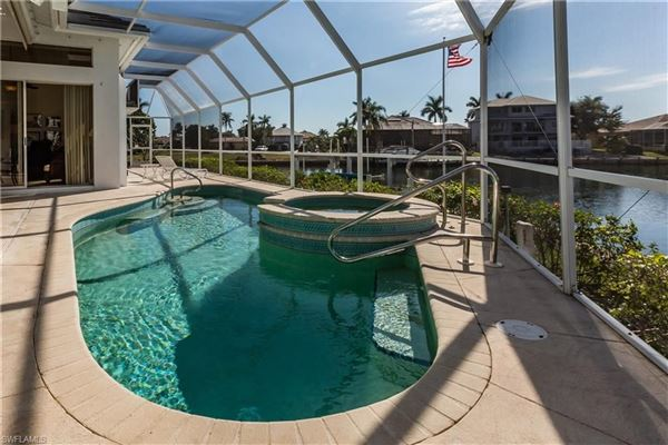 Gorgeous and well-maintained waterfront home luxury real estate