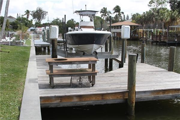 Luxury homes this enchanting property is a Boater's Paradise