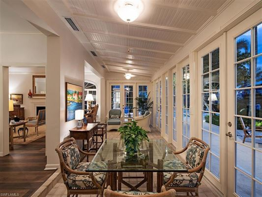 Mansions updated home that retains classic Port Royal charm