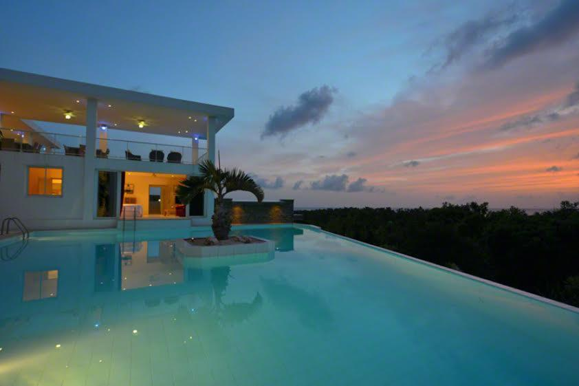 Grand Bleu luxury homes