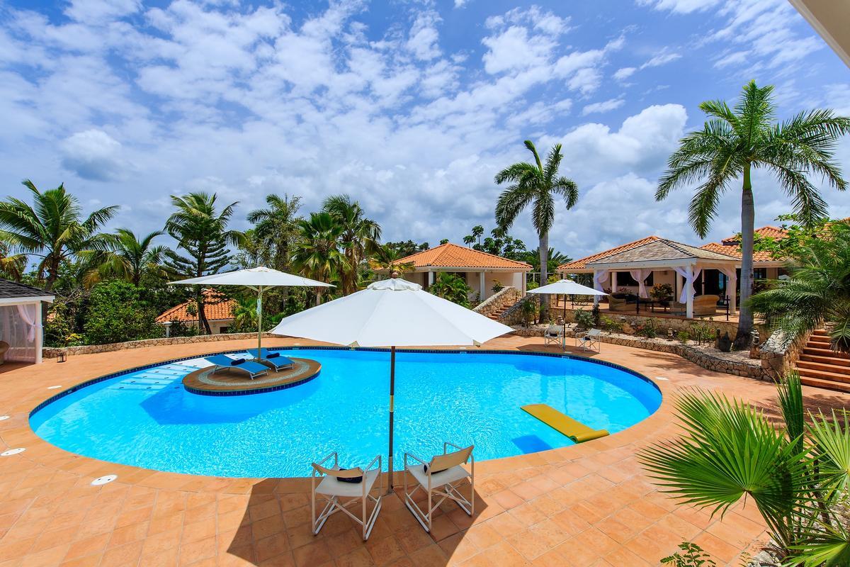 Villa Marine Lago luxury real estate