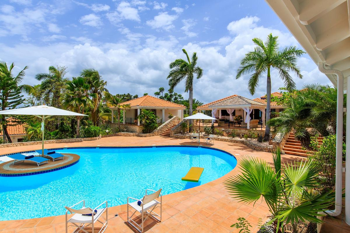 Villa Marine Lago luxury properties
