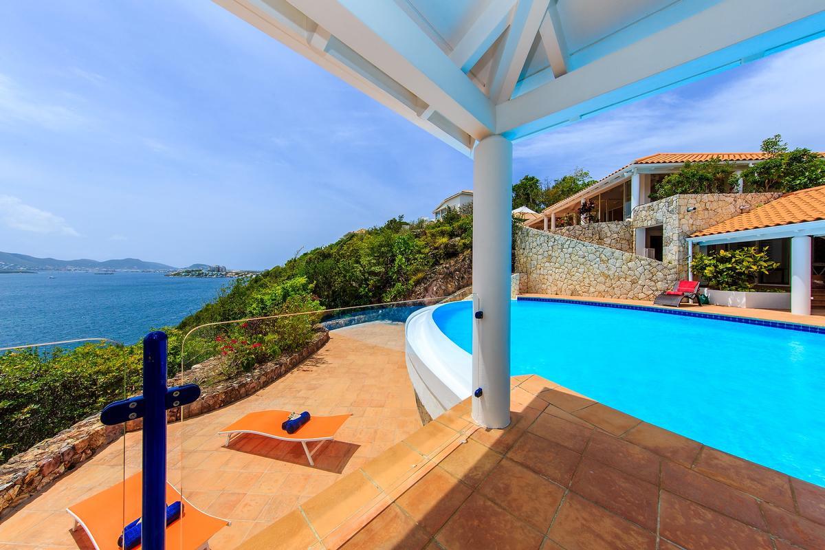Villa Marine Lago luxury homes