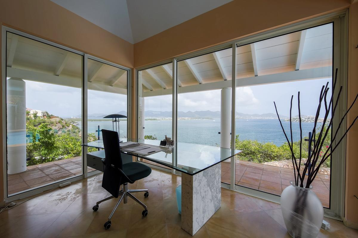 Villa Marine Lago mansions