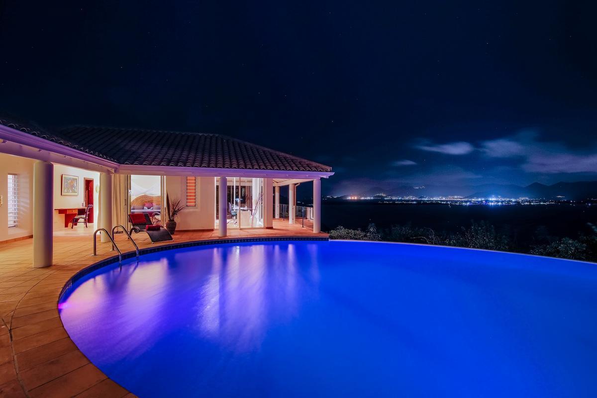 Mansions in Villa Marine Lago