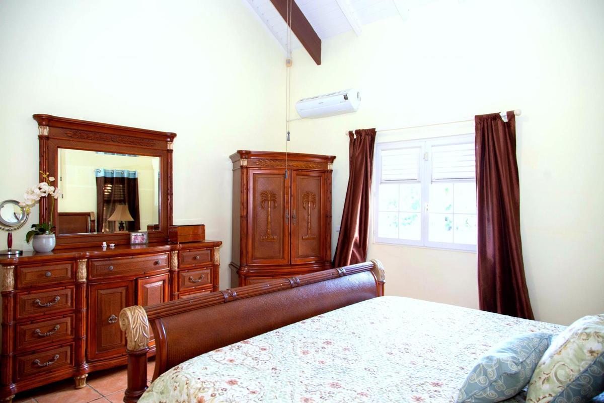 Mansions in Villa Karibe