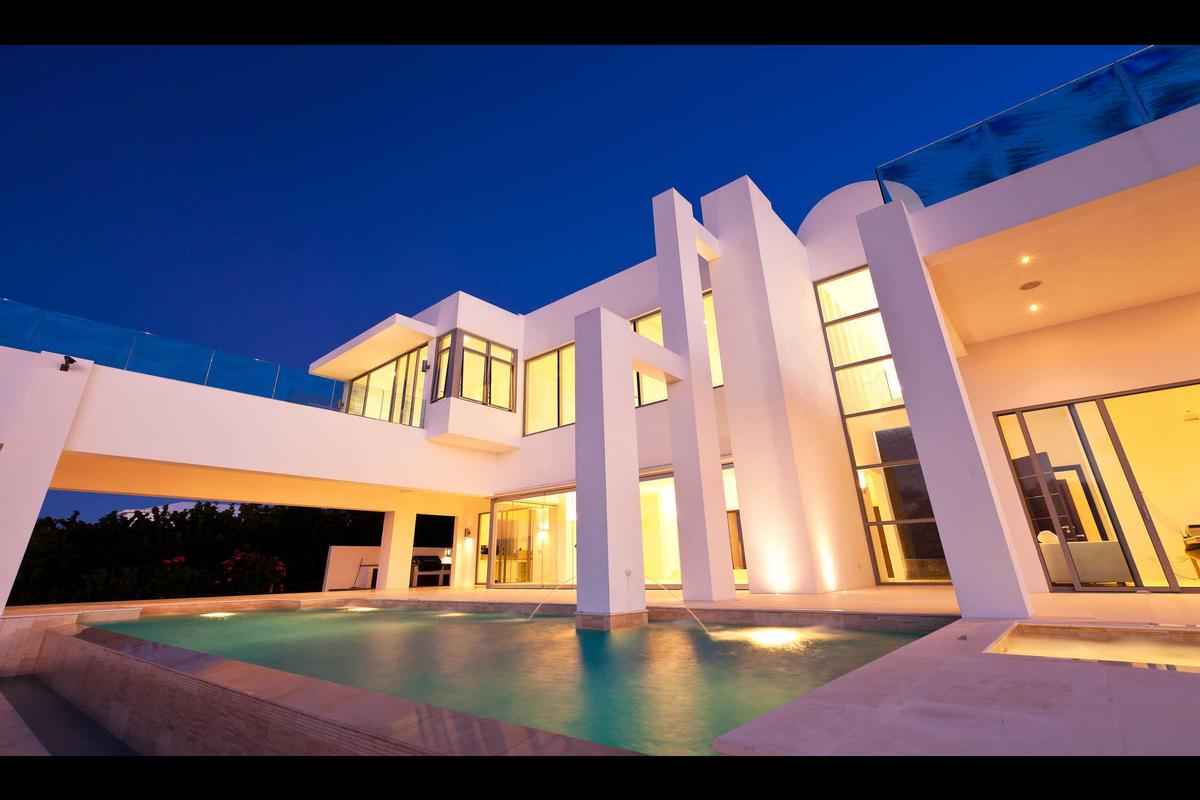 Luxury real estate Signature Villas