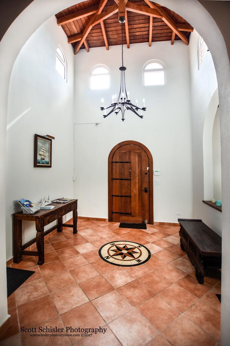 Mansions in Villa Rosa