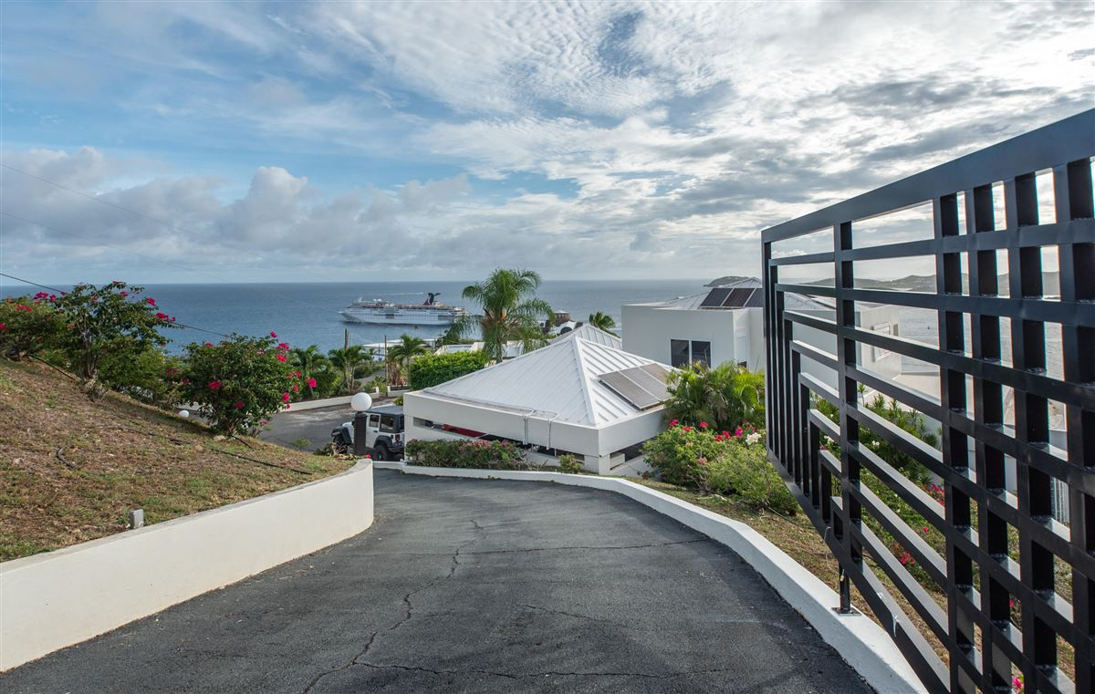 Mansions privacy and tranquility