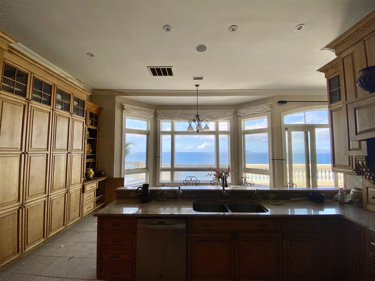 Luxury homes in Casa Sul Mare - eight bedroom waterfront residence